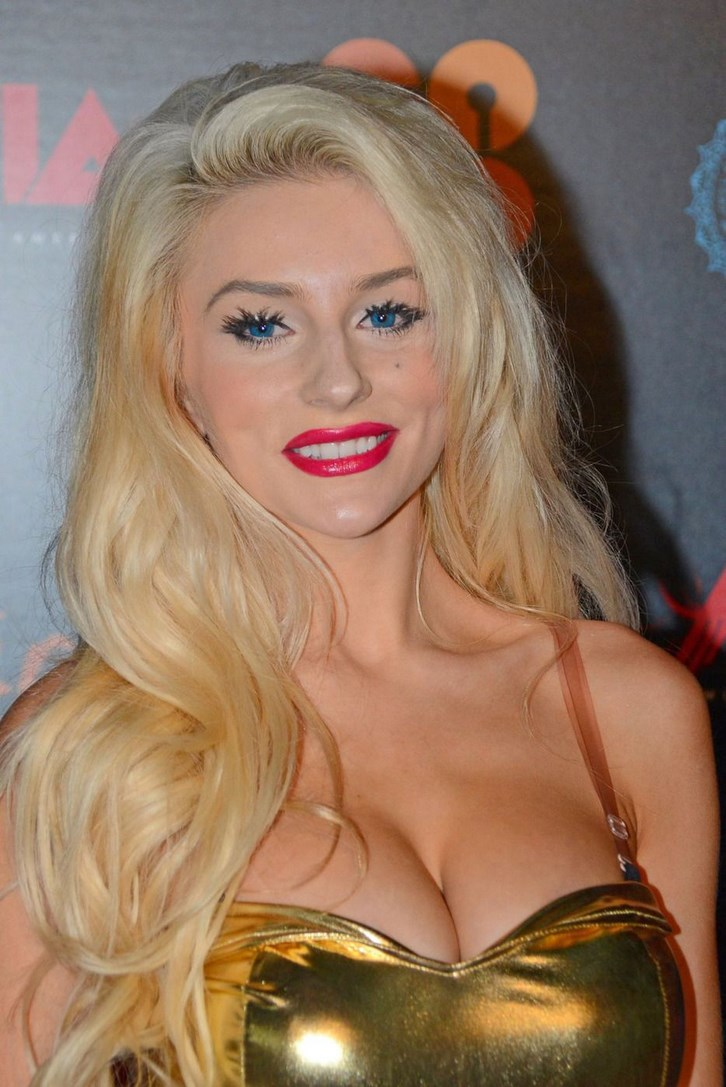 Courtney Stodden Breast Implants Before and After